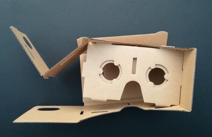 Kartónové okuliare s virtuálnou realitou c