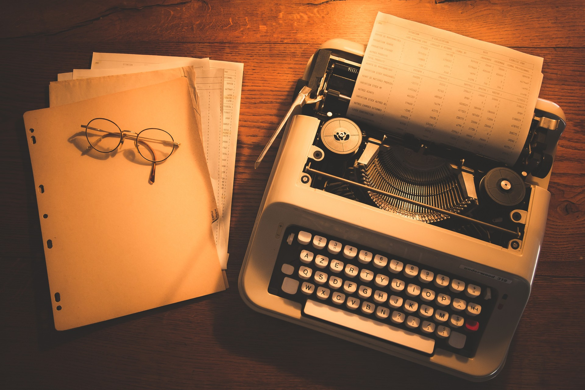 typewriter paper background One very popular background effect for web pages is the college-ruled, three-hole-punched paper that students stock up on every year at the start of a new school year well, there is a way to.