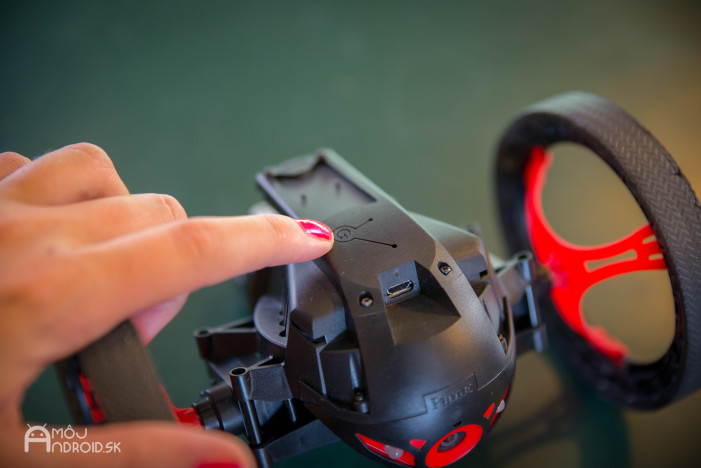 Parrot_Jumping_Sumo-10