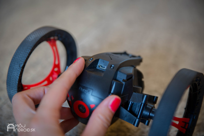 Parrot_Jumping_Sumo-12