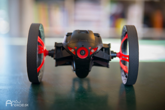Parrot_Jumping_Sumo-5