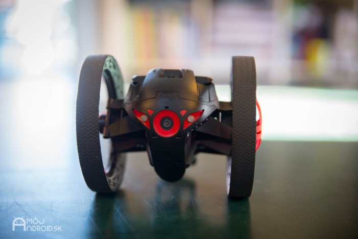Parrot_Jumping_Sumo-6
