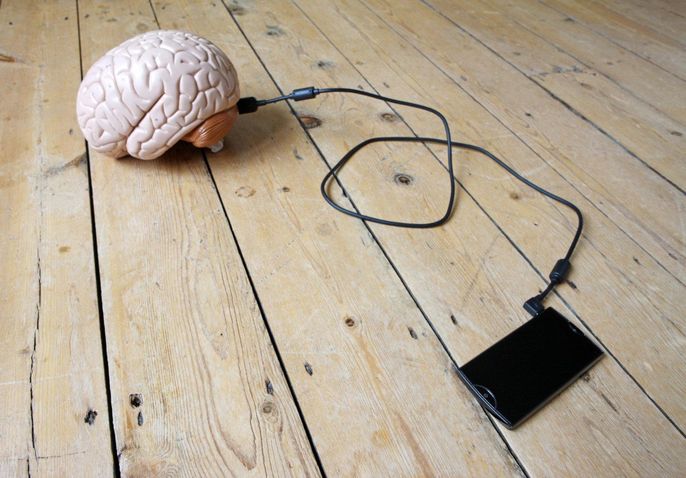 Aj Váš mozog je neustále pripojený k smartfónu?