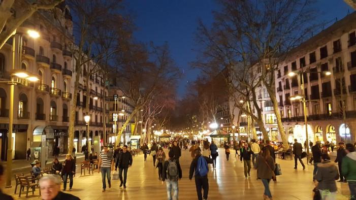 Jedna z najznámejších ulíc Barcelony - La Rambla.