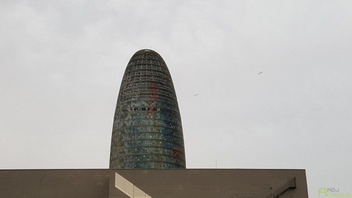 Prvé dni sme bývali v blízkosti známeho 38-poschodového mrakodrapu Torre Agbar. Familiárne sme ho volali kukurica :-)