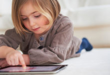 o-child-tablet-facebook