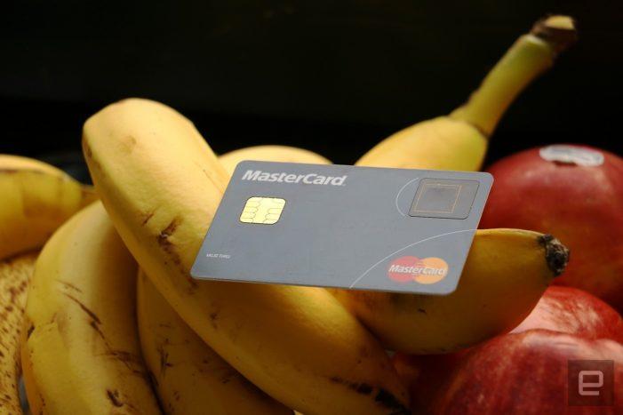 Platby kartou každým dňom naberajú na popularite
