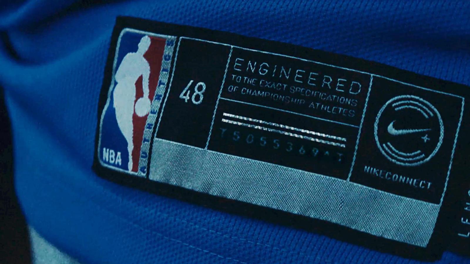 e28f539513bc6 Po spustení aplikácie stačí smartfón len priložiť na značku v spodnej časti  dresu a svet basketbalu je vám k dispozícii.