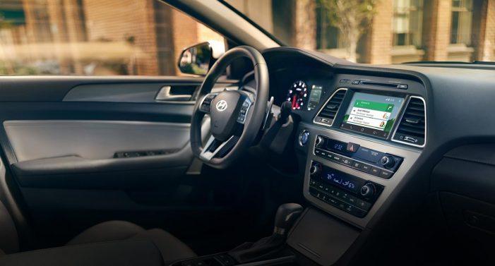 Navigácia vstavaná v aute sa ovláda rýchlejšie a bezpečnejšie