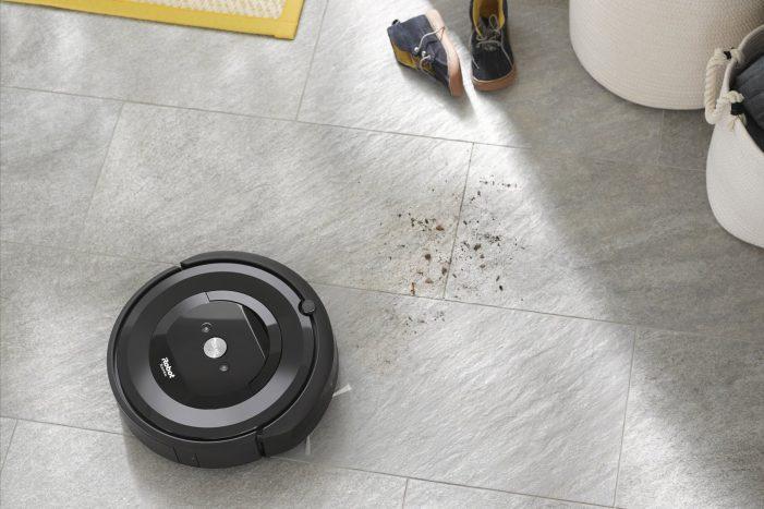Roomba e5 sa dá naprogramovať tak, aby každý deň týždňa upratovala v určený čas