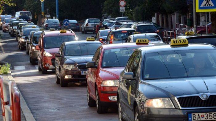 Taxislužby budú podliehať novému zákonu už od 1. apríla 2019