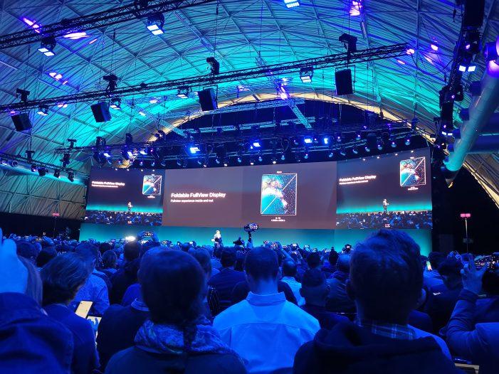 Dominatna nového Huawei Mate X má v zloženom stave 6,6 palcov