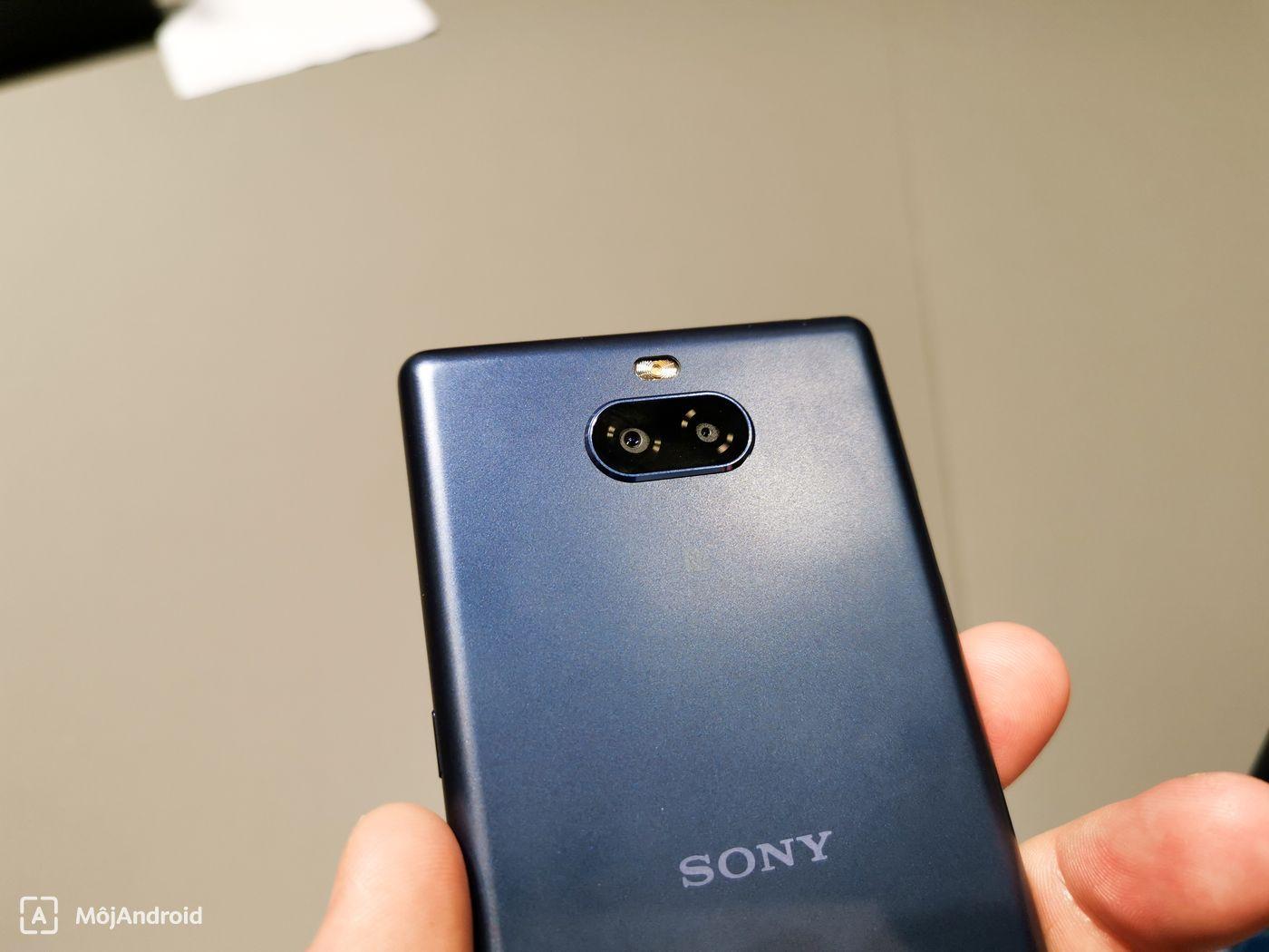 b58de58b1 Telefón podporuje 18 W rýchle nabíjanie a kapacita batérie je len 2870 mAh.  Uvidíme, aká bude reálna výdrž novinky.