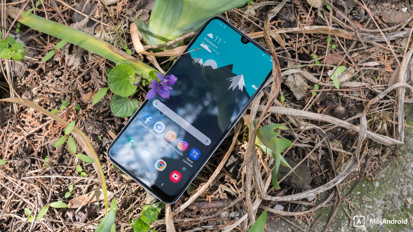 Samsung Galaxy A50 displej vyrez selfie fotoaparat