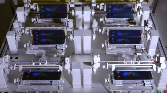 Samsung Galaxy Fold testy displej