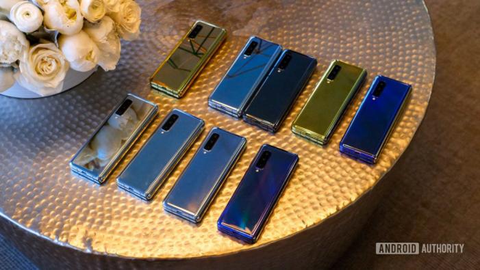 Predaj Samsungu Galaxy Fold sa musel odložiť kvôli chybe displeja