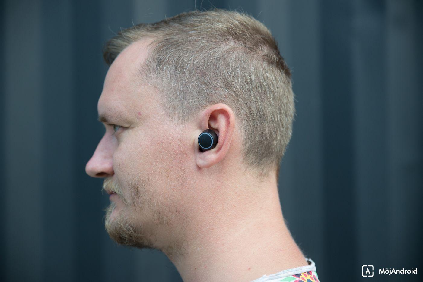 Creative Outlier Air v uchu