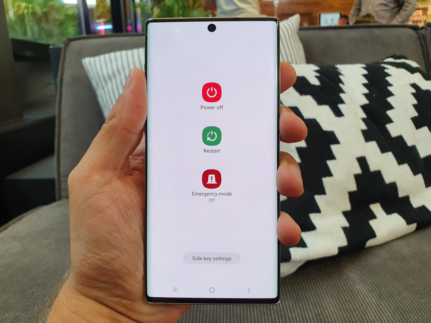 Samsung Galaxy Note 10 skener odtlackov prstov v displeji