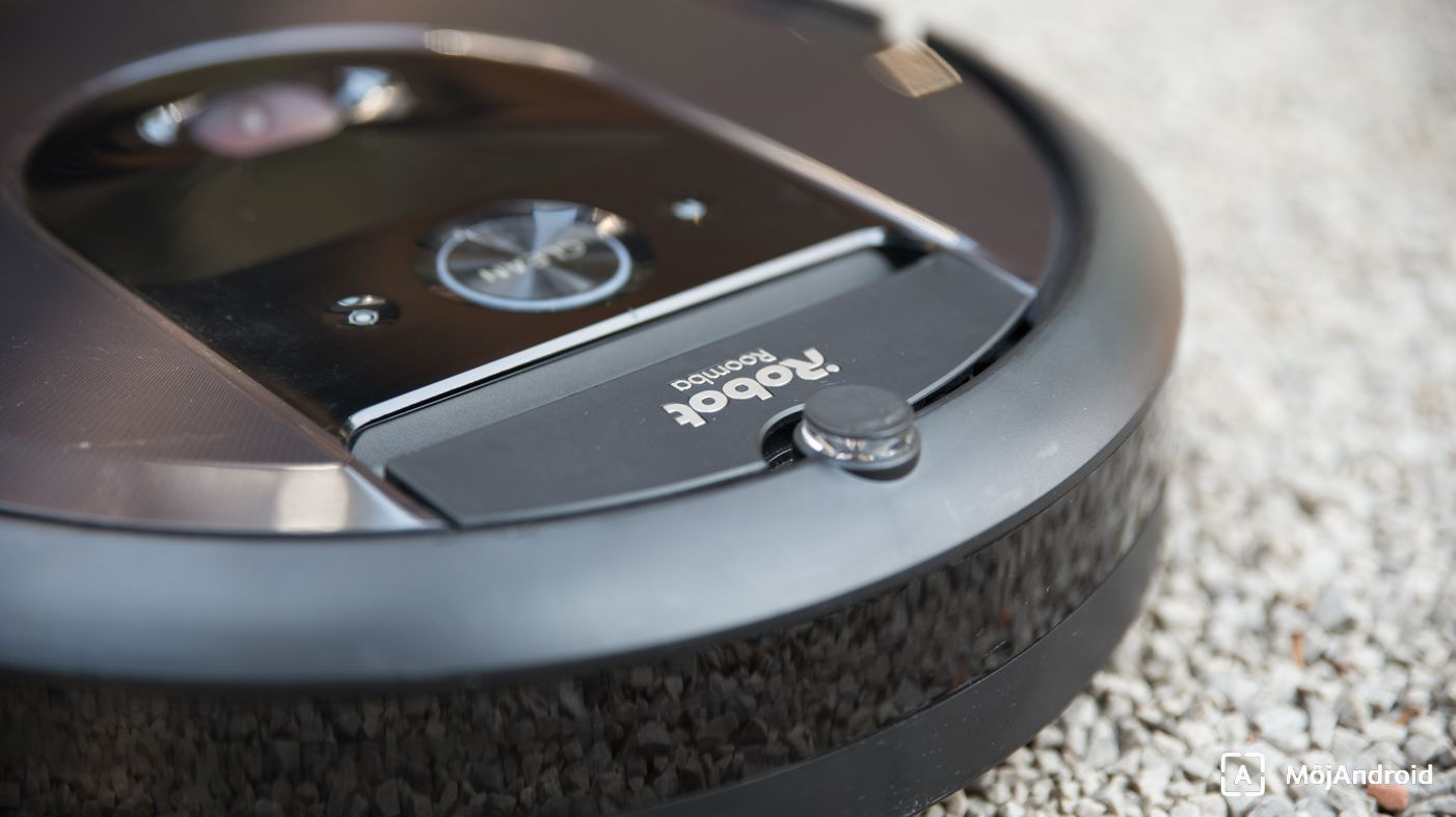 iRobot Roomba i7+ detail
