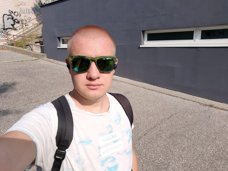 Motorola one vision selfie