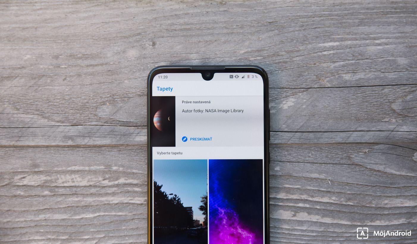 Motorola one zoom výrez v displeji