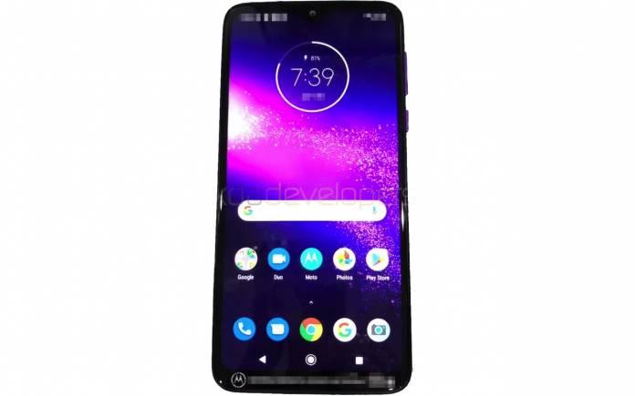 Motorola one macro displej