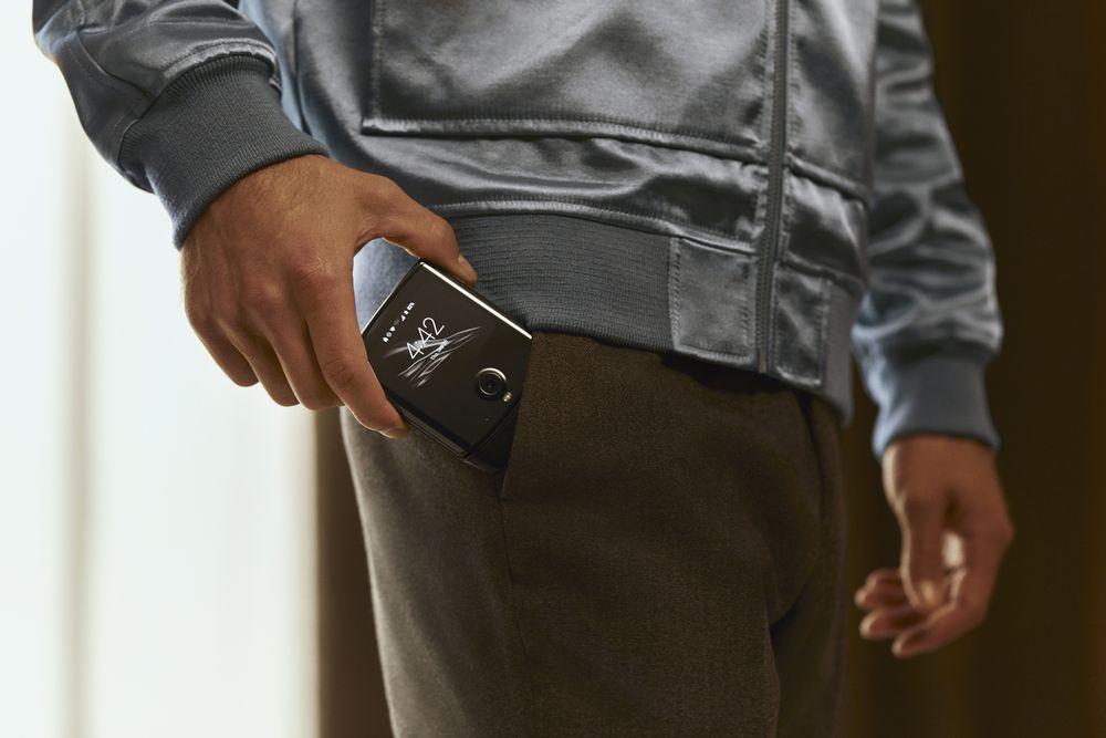 Motorola Razr vo vrecku