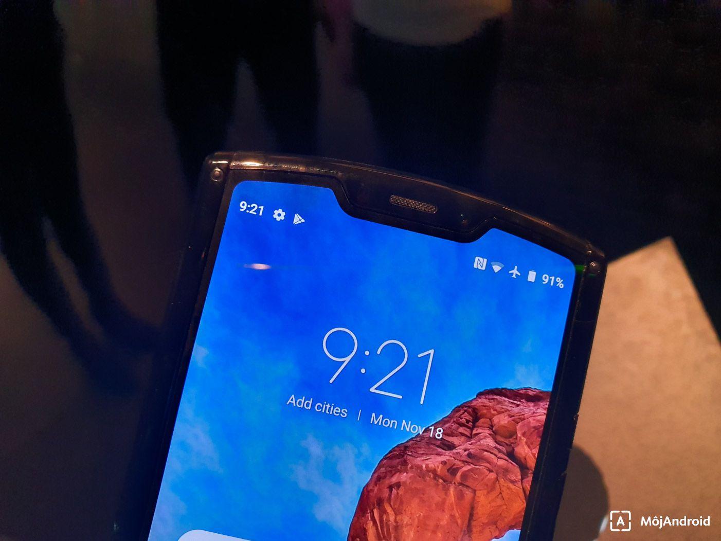 Motorola Razr 2019 displej vyrez
