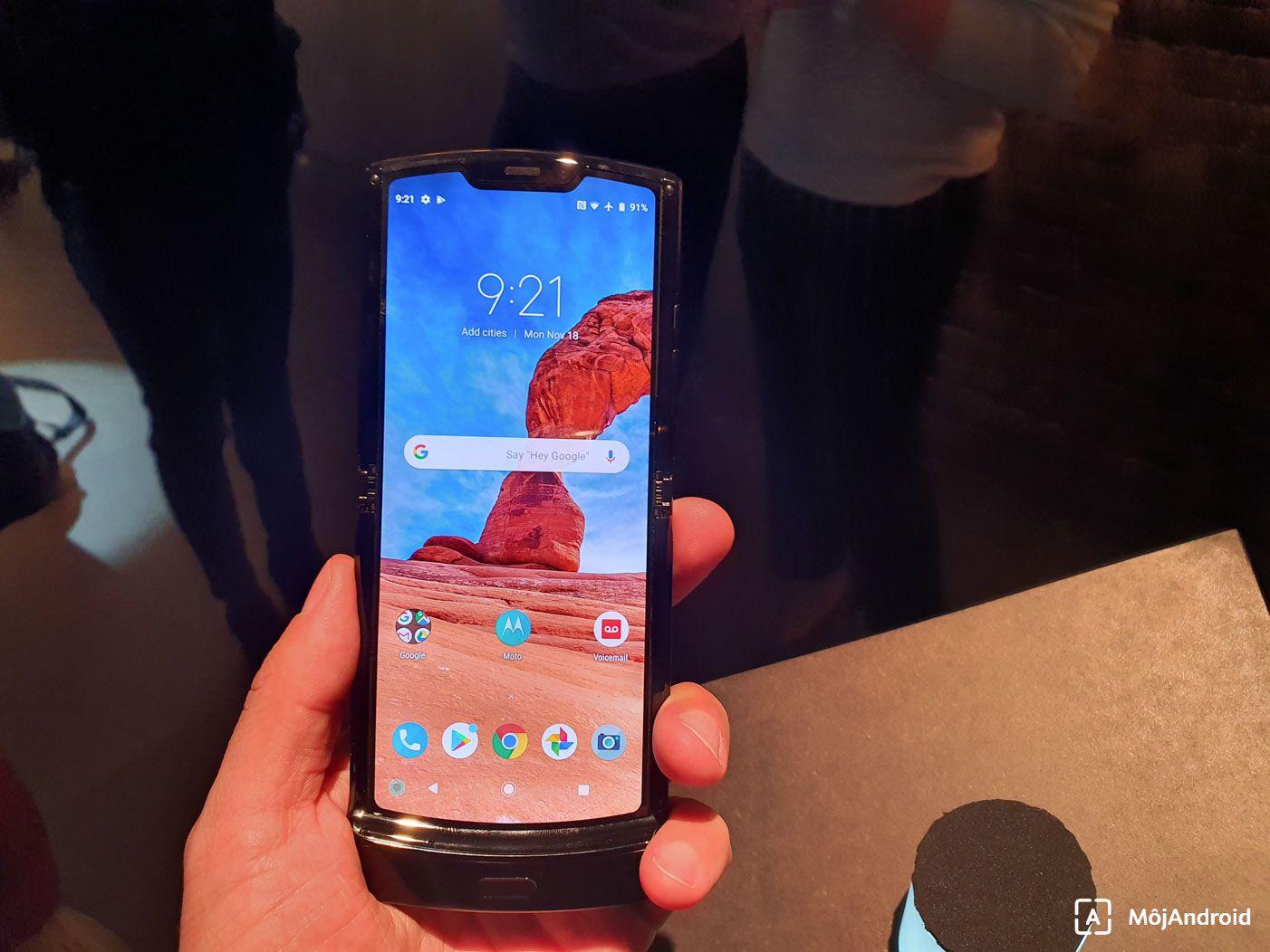 Motorola Razr 2019 displej