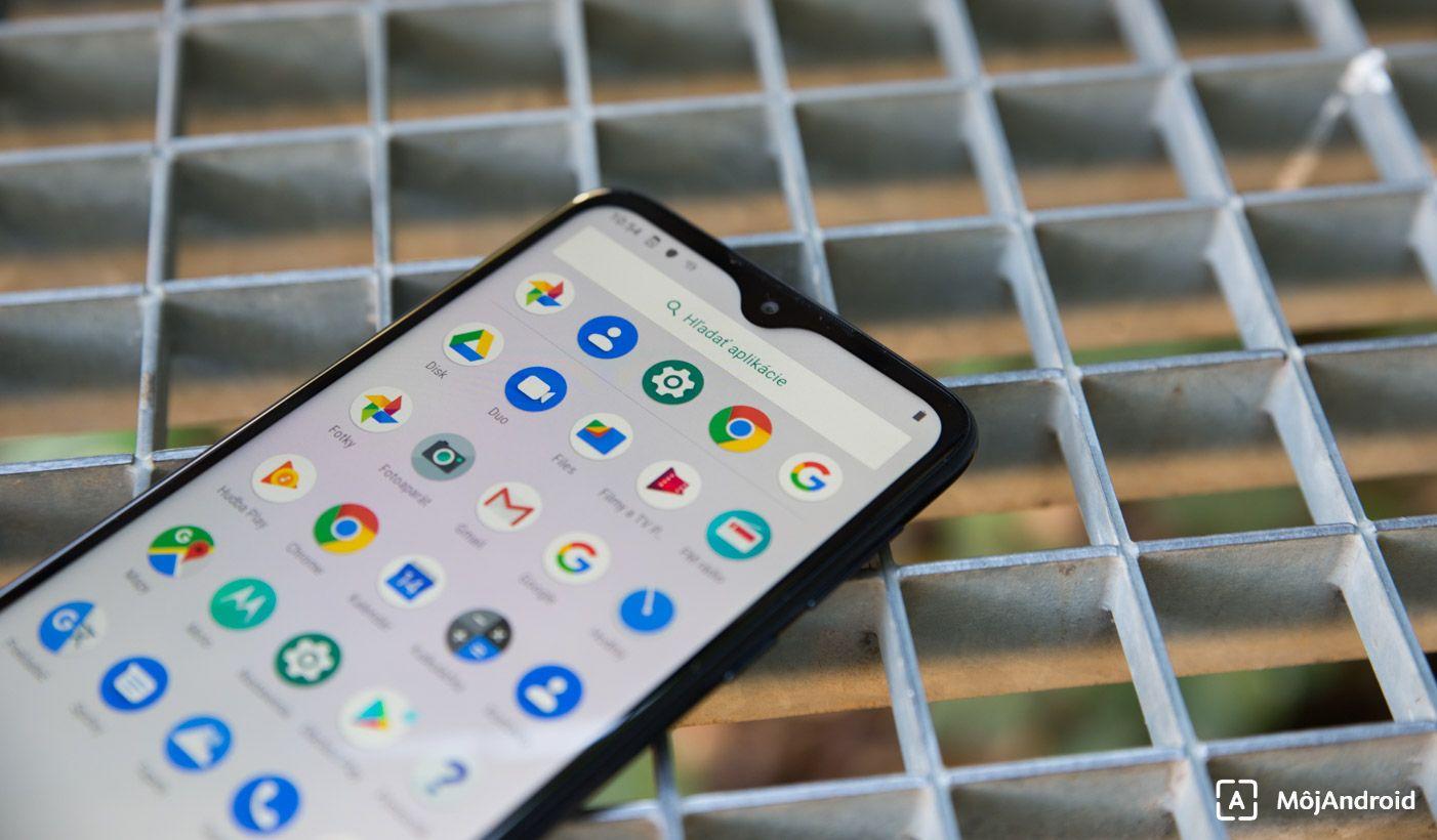 Motorola one macro vyrez v displeji