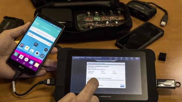 Cellebrite nástroj na rozšifrovanie smartfónu