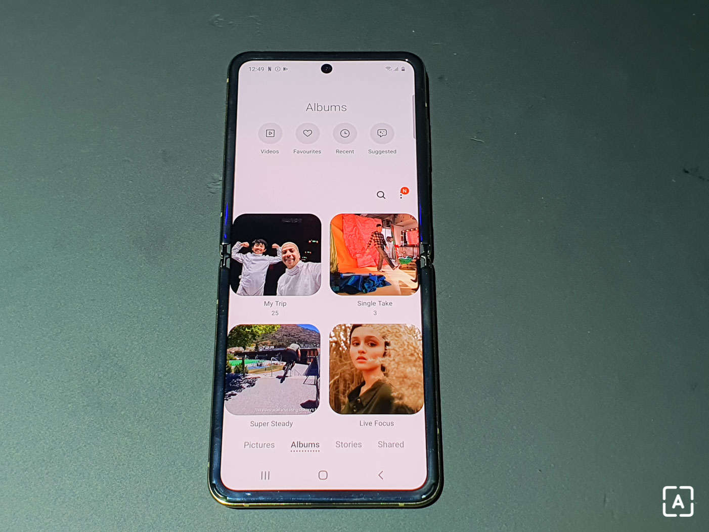 Samsung Galaxy Z Flip galeria