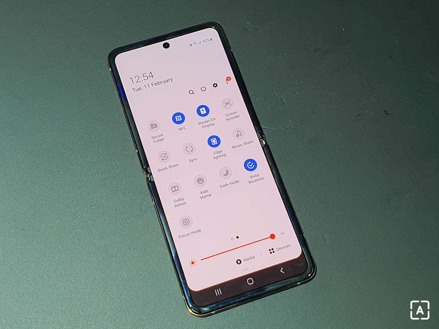 Samsung Galaxy Z Flip notifikacna lista