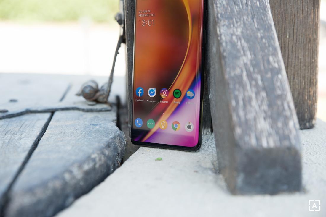 OnePlus 8 Pro displej