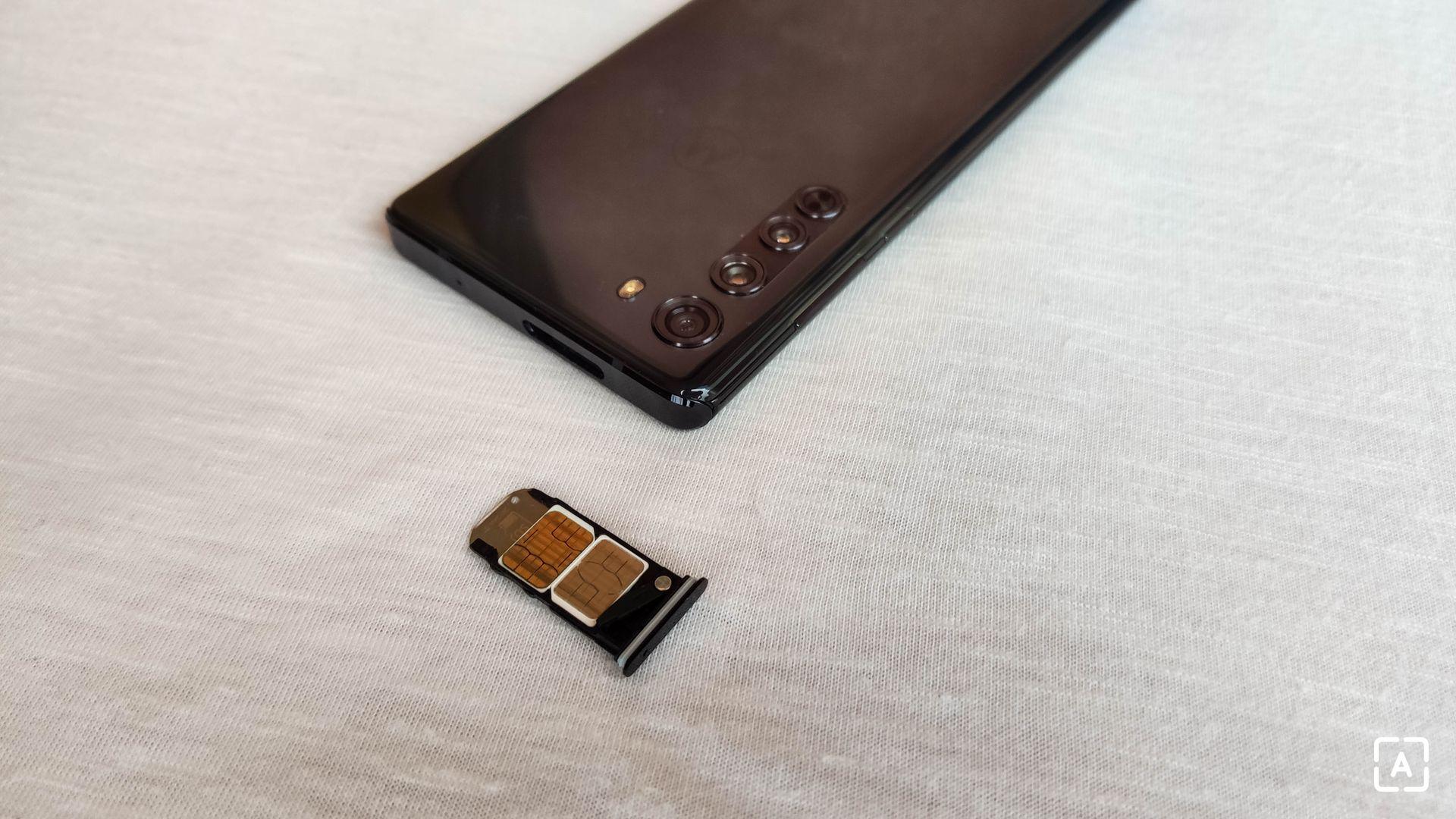 Motorola Edge slot SIM