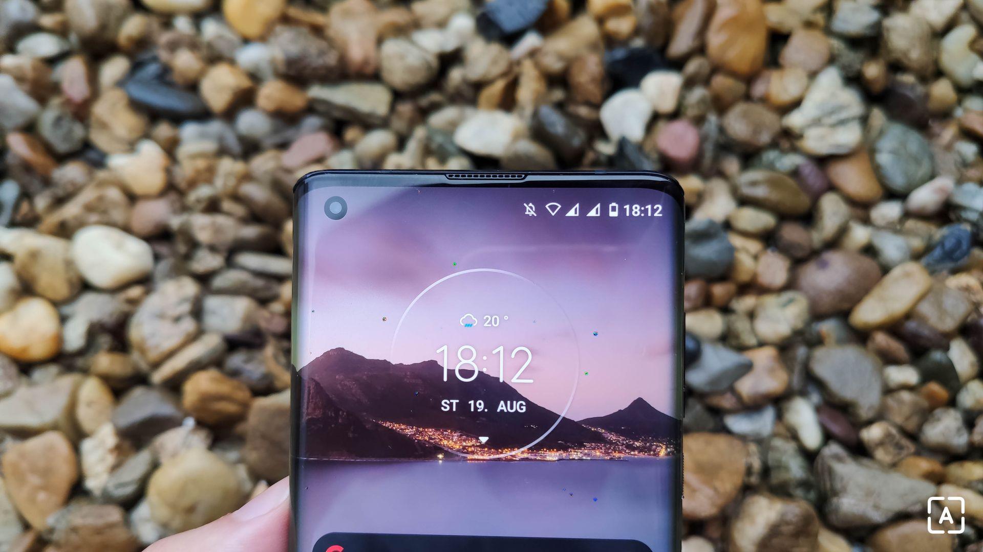 Motorola Edge horná predná strana