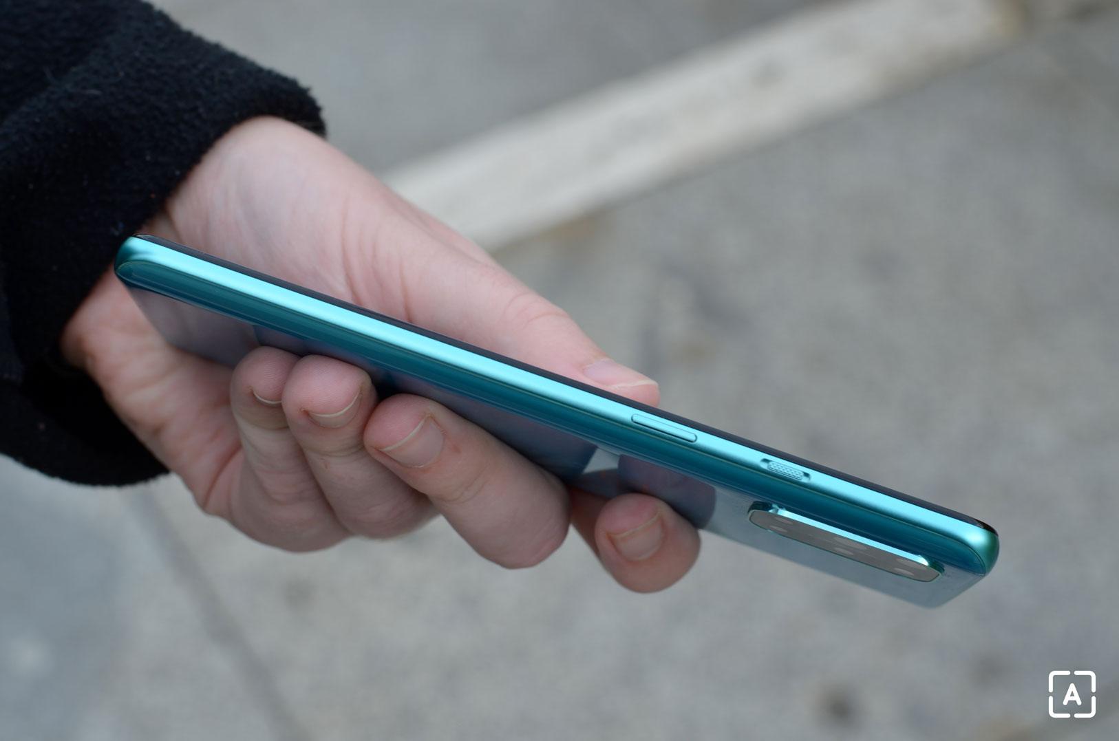 OnePlus 8T pravá strana